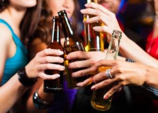 Risultati immagini per FOTO ALCOOL