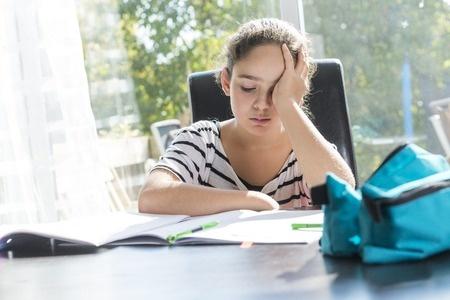 a8edb29eea48 Adolescenti e cefalea…Quando il mal di testa non è più una scusa per non  studiare
